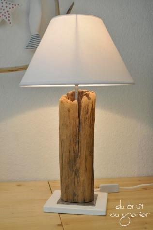Lampe à poser allumée